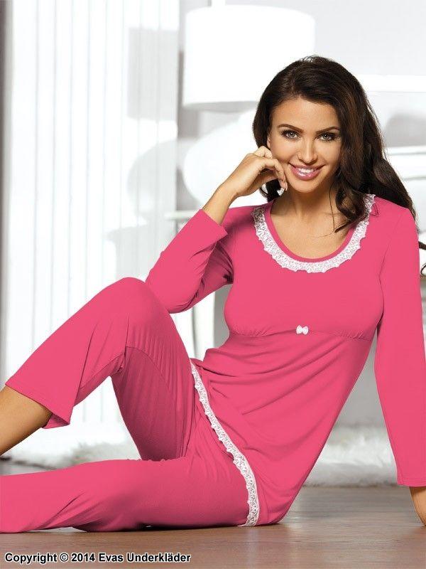 Söt pyjamas med spetsdekor